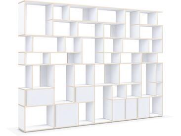 Individualisierbare Bücherwand aus Massivholz in Weiß. Moderne