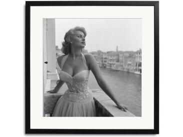 Sophia Loren in Venedig Schwarz Weiß Foto eingerahmt