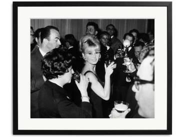 Brigitte Bardot Toast of the Town Schwarz Weiss Foto in Rahmen
