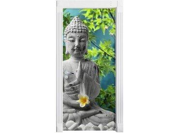 Türaufkleber Buddha auf Steinen mit Monoi Blüte in der Hand