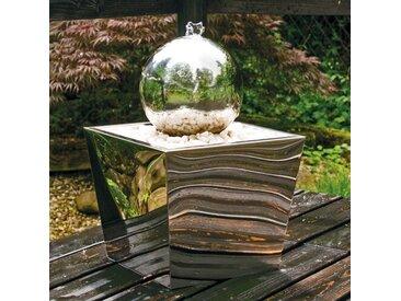 Bodenbrunnen Plumeria aus Edelstahl mit Licht