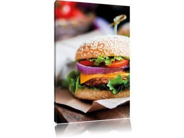 Leinwandbild Leckerer Burger und Pommes, Fotodruck