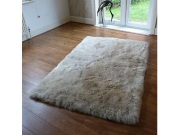 Teppich Shanice aus Schaffell in Steinfarbe