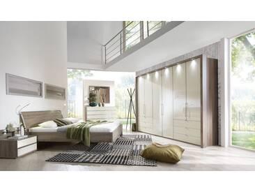 Schlafzimmer in Trüffeleiche-Nachb. mit Kleiderschrank (B: ca. 300 cm), Futonbett (Liegefläche: ca. 180 x 200 cm) und 2 Nachtschränken (B: ca. 60 cm)