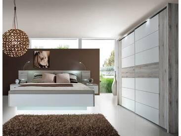 Schlafzimmer in Sandeiche-NB mit Abs. in weiss Hochglanz, Bett mit Nachtkommoden, Liegefläche: 180 x 200 cm, B: 285 cm, Schwebetürenschrank B: 269 cm