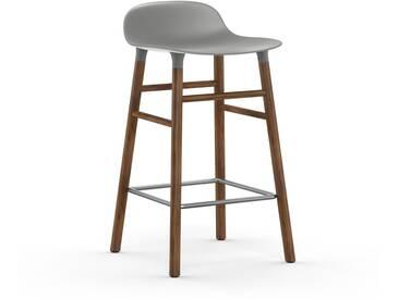 Normann Copenhagen - Form Barstuhl Holzgestell/Metallverstrebung - 65 cm - grau - Walnuss