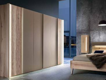 Thielemeyer Cubo Kleiderschrank in Front- und Korpusausführung Wildesche oder Wildeiche massiv mit Color-Glastüren mittig Farbe wählbar optional mit Beleuchtung