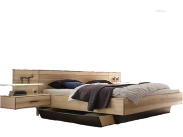 Thielemeyer Mira 4.0 Komfortbett mit Tiefenstruktur-Kopfteil und Kastenbett-Fußteil in der Korpusausführung Strukturesche Massivholz optional mit Hängekonsolen mit Bettkasten und Aufsatzpaneel mit Glasablageboden wahlweise mit Beleuchtung