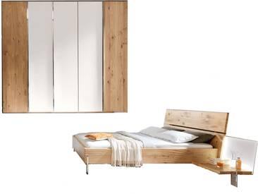 Thielemeyer Loft Schlafzimmer 2-teilig Front und Korpus Eiche Massivholz Komfort-Liegenbett mit Holzkopfteil Liegefläche wählbar mit 5-türigem Drehtürenschrank mit Colorglastüren in weiß mittig optional mit 2 Anstellpaneelen rechts und links mit oder ohne Beleuchtung