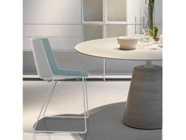 MDF Italia AÏKU Stuhl mit Kufen B: 592 H: 780 T: 550 mm, weiß matt/weiß glanz/mittelblau F058102F062S007