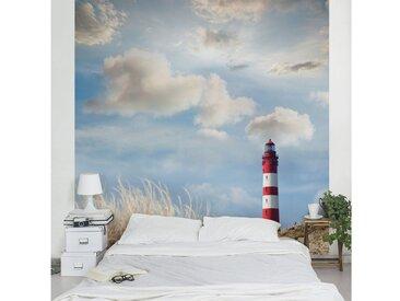 Bilderwelten Vliestapete Premium Quadrat »Leuchtturm in den Dünen«, blau, 240x240 cm, Blau