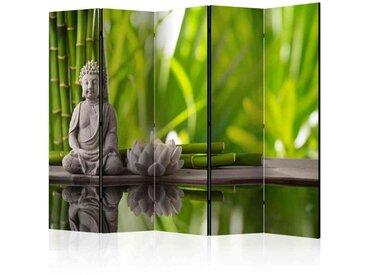 Spanische Wand mit Stein Buddha und Blüte Grün und Grau