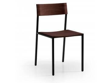 Design Esszimmerstuhl Nussbaum massiv mit Metallgestell schwarz. Hochwertiger und filigraner Stuhl aus Massivholz handgemacht in Deutschland.