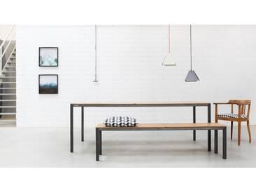 Design Esstisch CARL Massivholz Weiß. 220x90cm. Wildeiche mit Gestell in Weiß. Hochwertiger und moderner Massivholz Esstisch handgefertigt in DE.